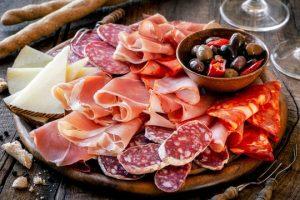 Antipasto Napoletano con Salumi e Olive